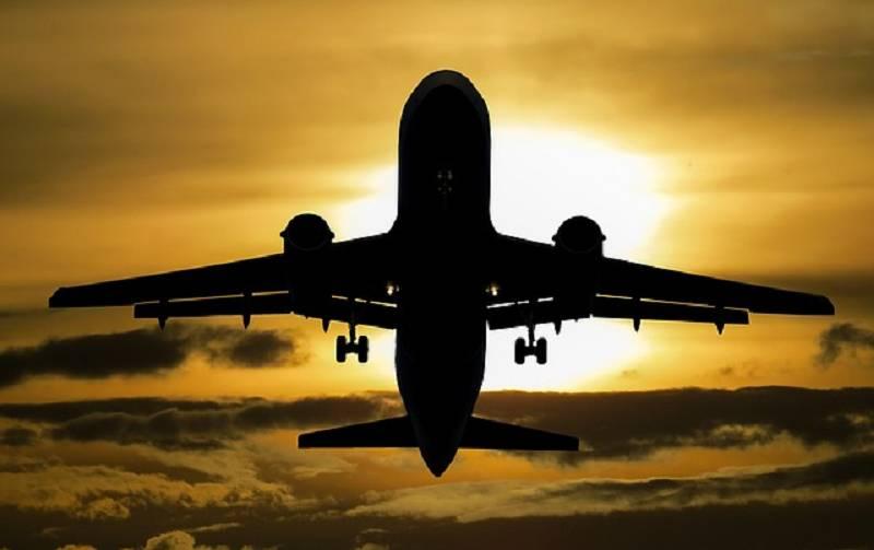 Flugzeug Sonnenuntergange